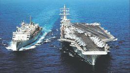 АВМА CVN-69 «Д. Эйзенхауэр» ВМС США осуществляет дозаправку авиационным топливом от УТРС T-AOE-8 «Арктик»